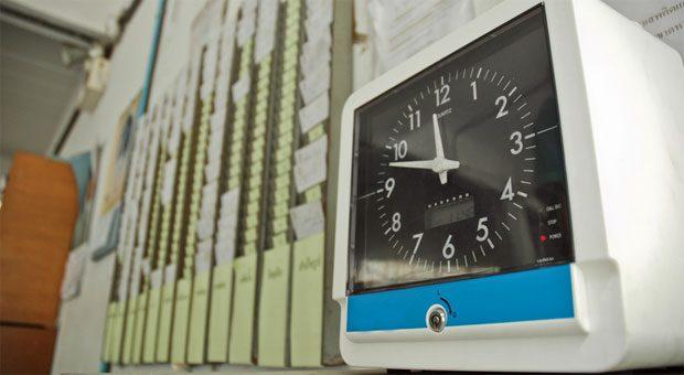 Zurück zur Stechuhr? Das EuGH-Urteil zur Arbeitszeiterfassung versetzt viele Arbeitgeber in Unruhe.