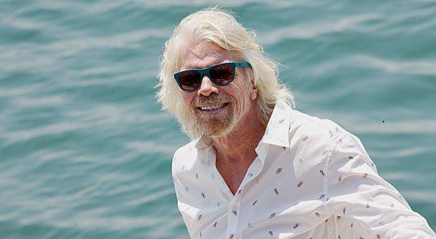 Er hat Zeit, am Meer die Sonne zu genießen: Richard Branson ist Profi in Sachen Delegieren.