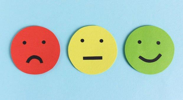 Macht ein Mitarbeiter seine Sache sehr gut - oder eher schlecht? Das kann er in einem Zwischenzeugnis erfahren.
