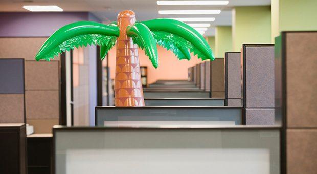Raus aus dem Büro, ab ins Grüne - diese Regeln beim Betriebsausflug.