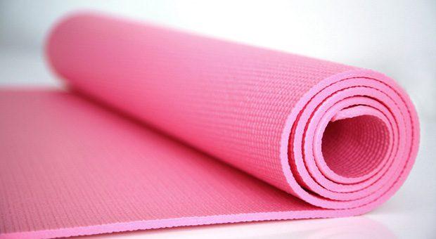 Im Bildungsurlaub ab auf die Yogamatte? Das müssen Chefs in der Regel akzeptieren.