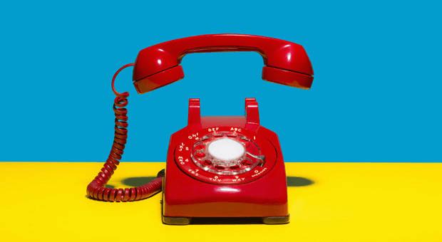 Angst davor, den Hörer abzunehmen? Diese 7 Tricks helfen gegen Telefonphobie.