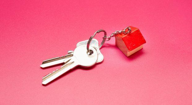 In der Familie lassen sich beim Hausverkauf Steuern sparen
