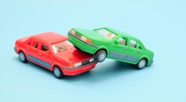 Beim Wechsel der Kfz-Versicherung können Unternehmer Geld sparen.